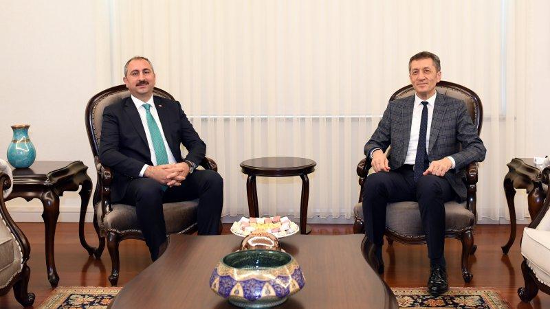 Adalet Bakanı Gül, Bakan Selçuk´u ziyaret etti